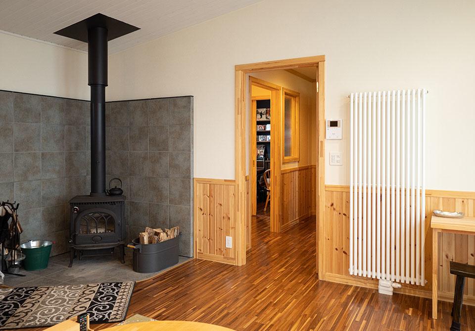 普段は灯油セントラルだが、非常時は薪ストーブだけで暖房できる