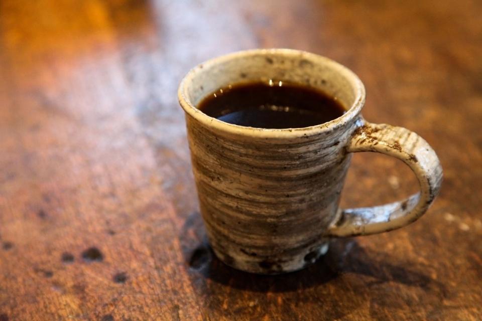 陶器のコーヒーカップ