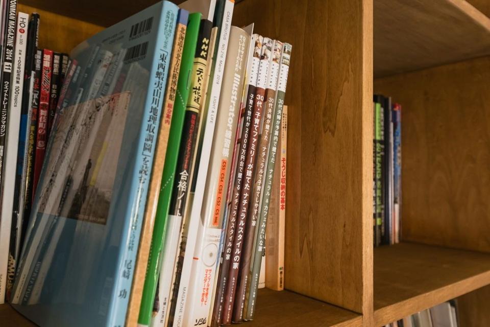 ご主人の趣味の書籍の中には家づくり関係の雑誌も