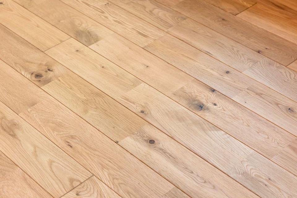「柔らかすぎず、固すぎない」というナラ材の床